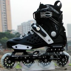 Baris tunggal bermain roller blade (International)