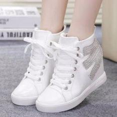 Sepatu Wanita Boots Putih