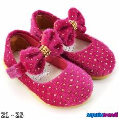 TrendiShoes Sepatu Anak Bayi Perempuan Bahan Bulu AT02 - Fuchsia