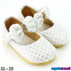 TrendiShoes Sepatu Anak Bayi Perempuan Bahan Bulu AT02 - Putih