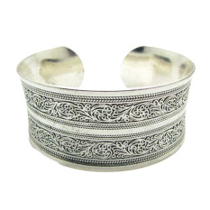 Fancyqube Folk Style Carved Flower Pattern Wide Bracelet Middle Concave Open Chain Bangle Silver
