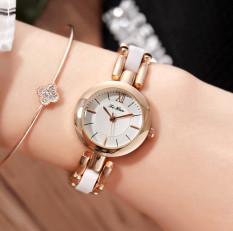 Versi Korea dari perempuan gelang menonton jam tangan