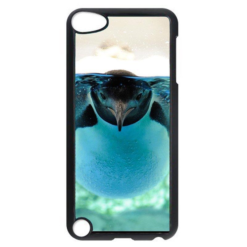 Lovely Penguin Phone Case for iPod Touch 4 (Black)