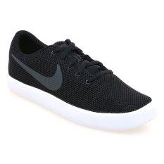 Nike Essentialist Sepatu Lari Pria - Hitam