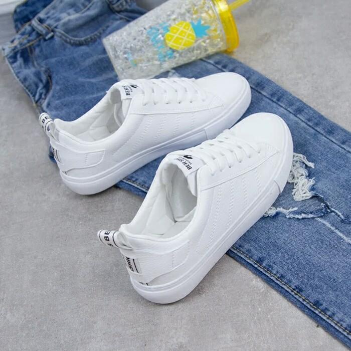 Sepatu Sneaker Wanita Plat Putih