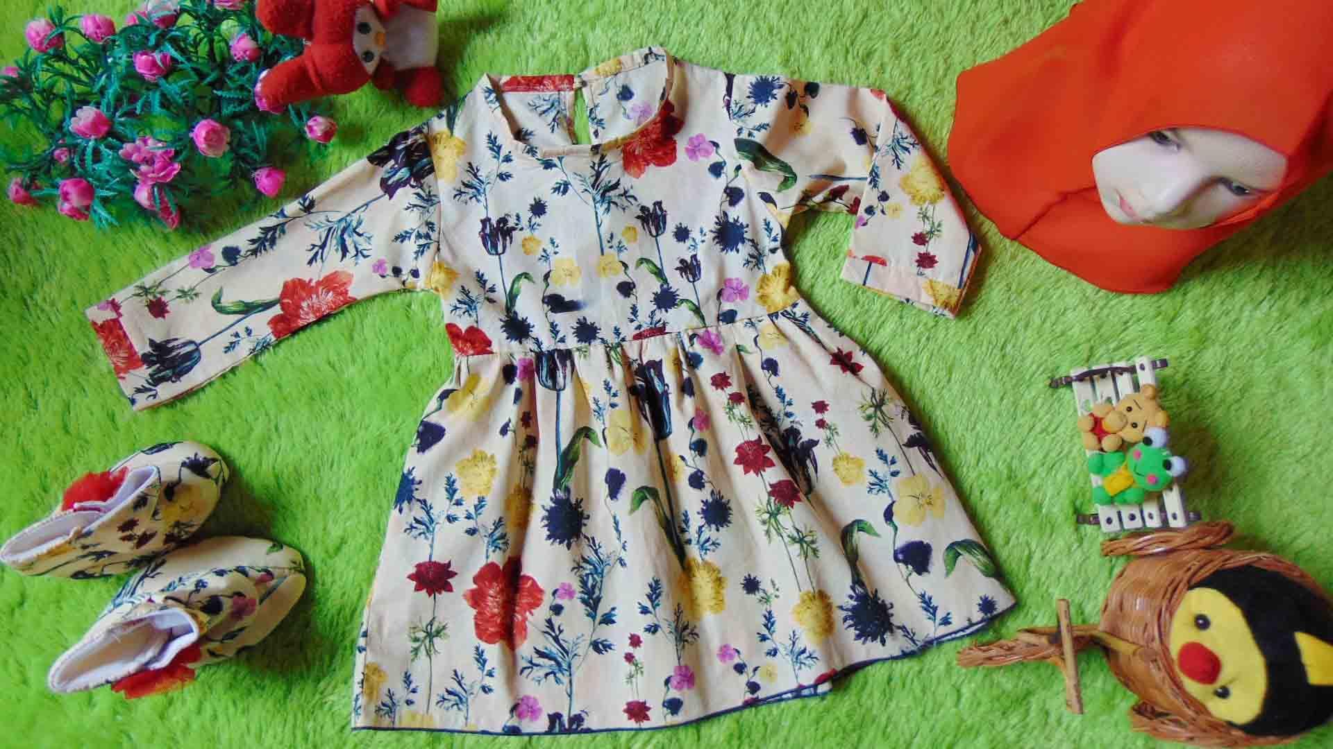 kembarshop - EKSKLUSIF Paket Baju Muslim Gamis Bayi plus Jilbab Hijab dan Sepatu Boots Anak Bayi Perempuan City Flowers Cantik 0-12 bulan