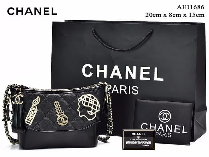 Tas Chanel Gabrielle Small Embellished Gold Metal HITAM Semprem AE1168