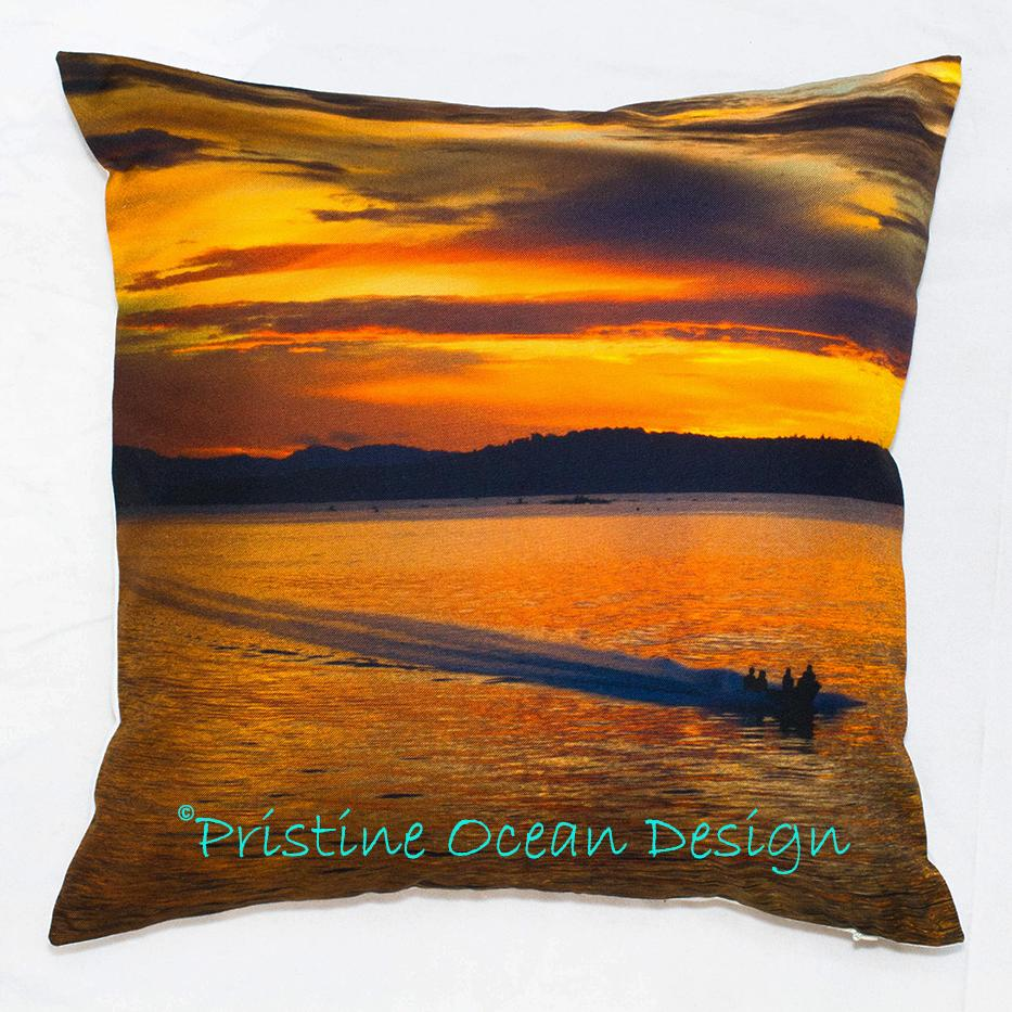 Sarung Bantal Sofa Cushion Cover The Boat Travels On Beautiful Sunrise Ukuran 40x40cm Bahan Canvas Linen. Koleksi sarung bantal sofa yang kami jual memiliki keunikan tersendiri dan tidak ada dijual di pasaran atau pertokoan.