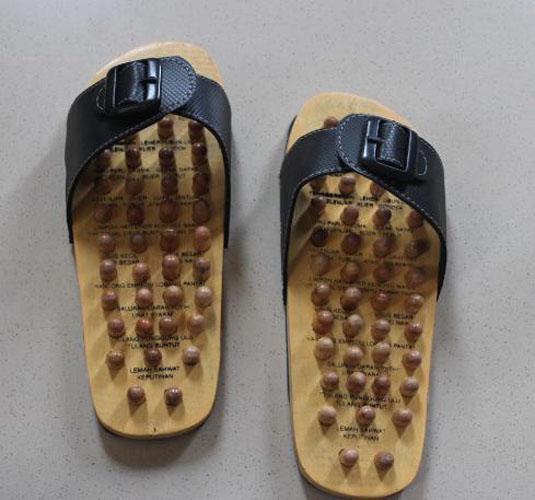 Sandal kayu kesehatan pijat refleksi kaki