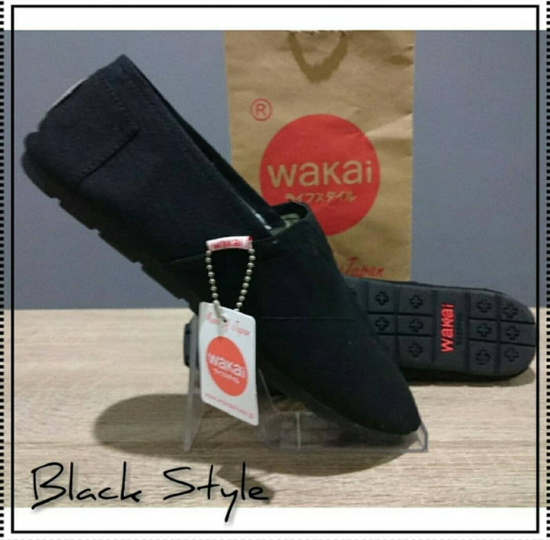 Sepatu wakai slip on pria dan wanita full black