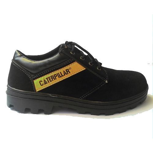 Sepatu caterpillar hitam suede. sepatu gunung caterpillar sepatu safety caterpilar safety shoes SEPATU BOOT CATERPILLAR