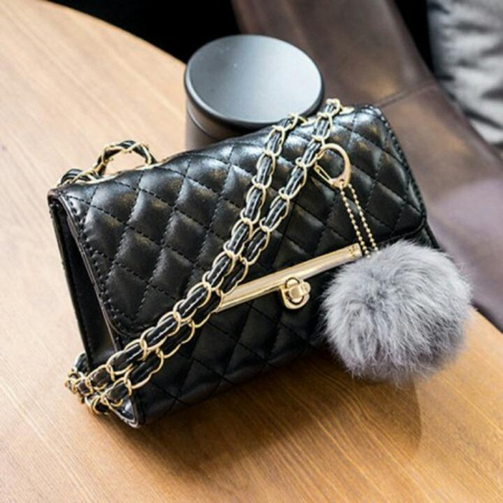 1ST-9711 Handbag Import Elegant + Free Gantungan Pompom - Black