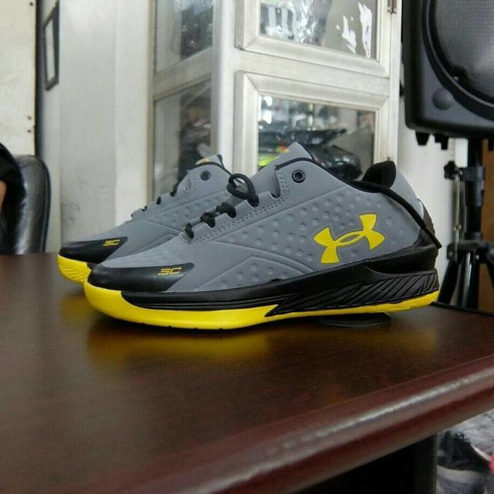 Sepatu Basket Pria Under Armour Curry x / Sneakers Running Olahraga 05