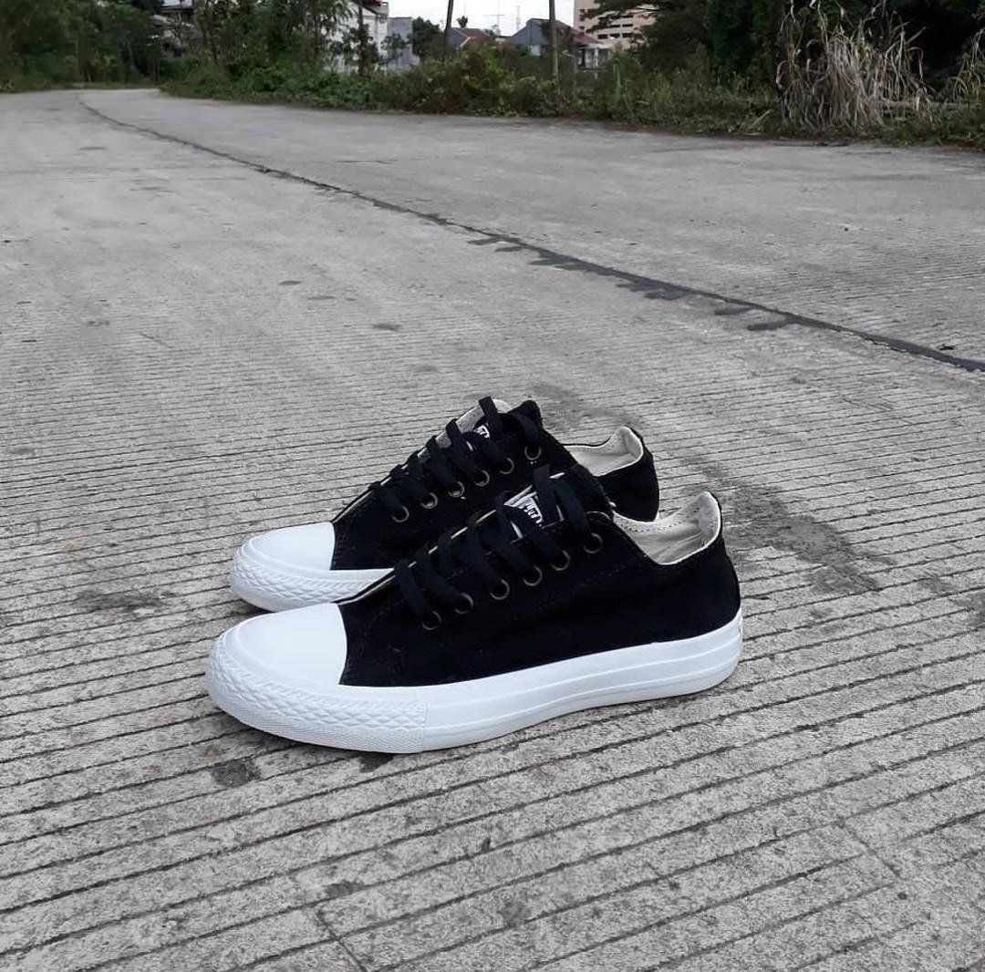 Sepatu casual convers CT-chuck taylor hitam-sepatu sekolah-sepatu sneakers