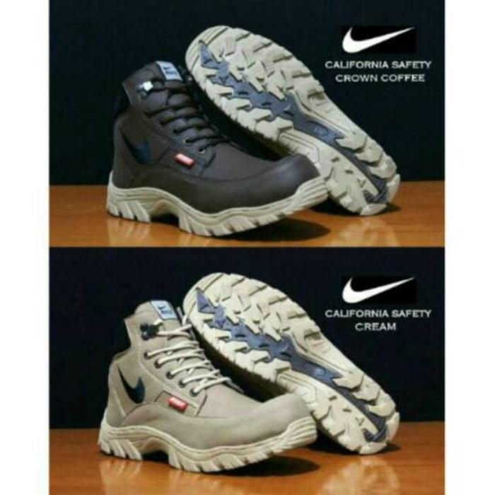 Promo Sepatu Boots Pria Safety Nike California original Tracking Hiking Diskon