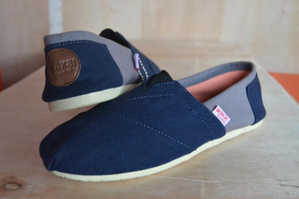 Sepatu Wakai untuk pria atau wanita hitam abu abu