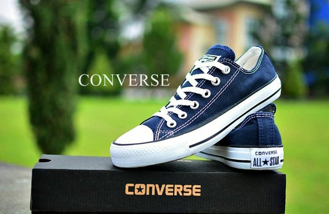 Sepatu sneakers converse  biru navy-sepatu sekolah