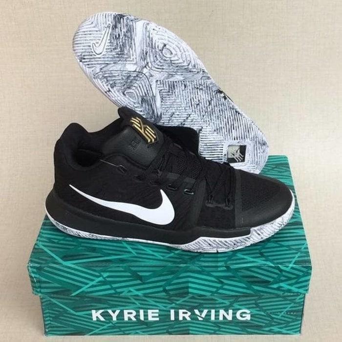 Sepatu Basket Nike Kyrie 3 Black