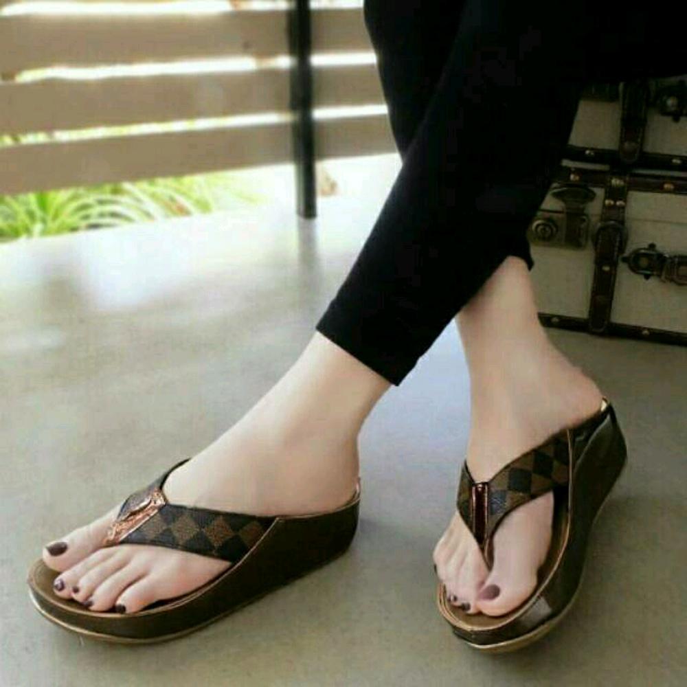 Sandal Wanita Jepit Wedges LV
