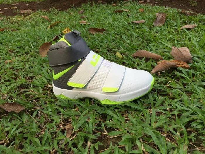 Sepatu Basket Nike Lebron Soldier murah, ready stock banyak warna!!!
