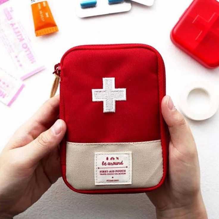 ... Survival Adventure Outdoor Berpetualang Berpergian Camping Hiking Praktis Simple Design Minimalis Portable Emergency Kits Slot Banyak Perlengkapan Medis ...