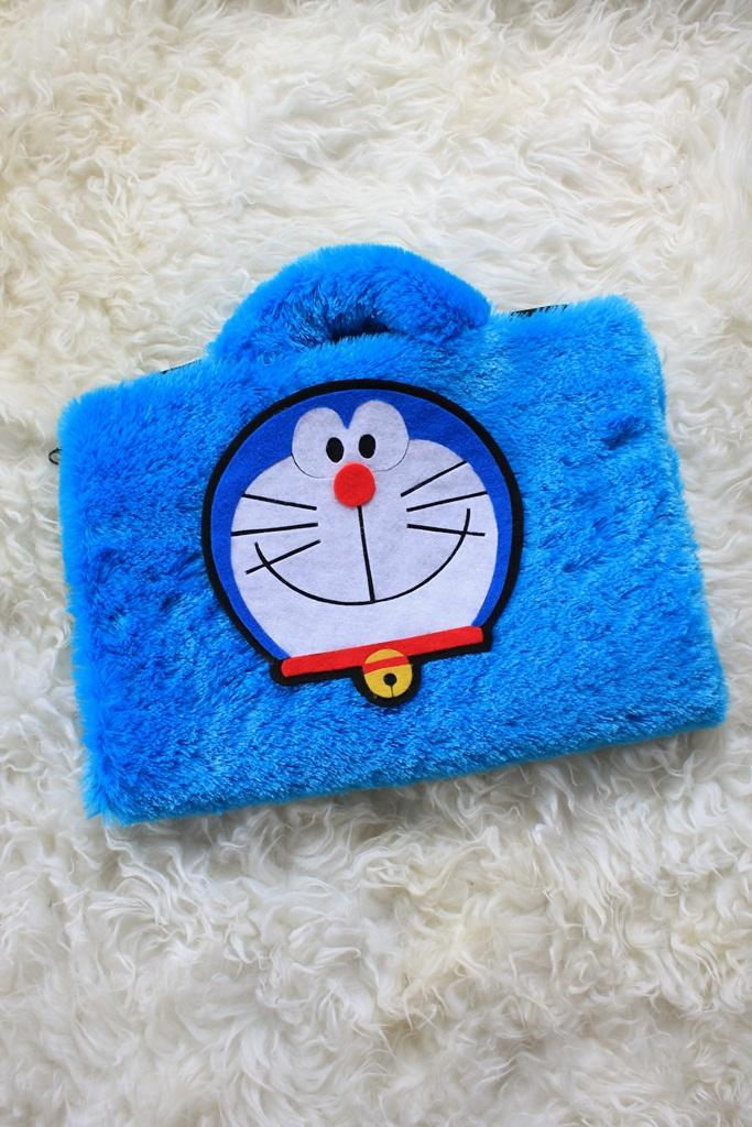 Doraemon Biru 13 -14 Inch Rasfur Bulu Lebat Softcase Tas Laptop Notebook Macbook Netbook Animasi Lucu