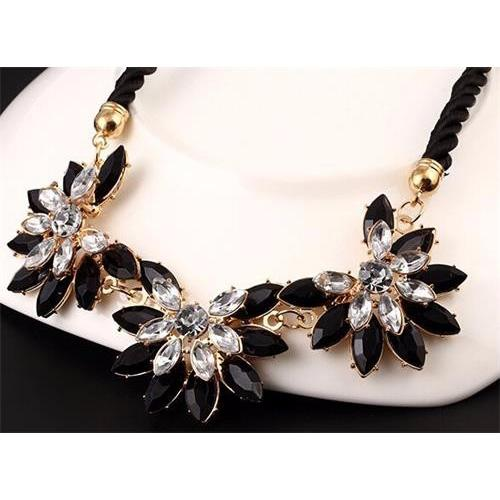 Vienna Linz Kalung Pesta Molly Korea Vintage Mutiara Pearl Necklace Fashion Jewelry Women Accessories Flower Bunga Feminim Ladies Perhiasan Aksesoris Party Wedding Hadiah Gift Pelengkap Busana Hijab Cantik Charming Beauty Mewah Elegan - Black