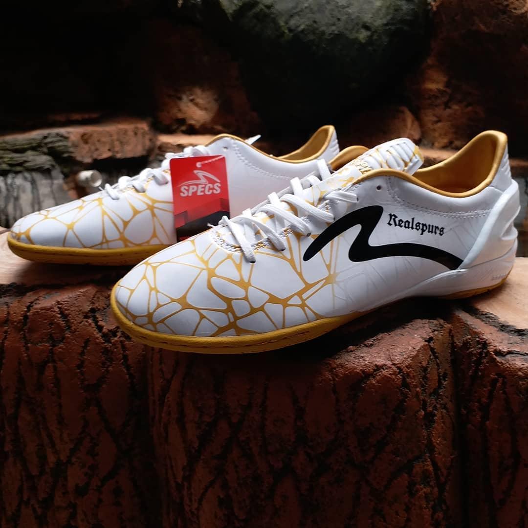 Sepatu futsal specs spyder gold