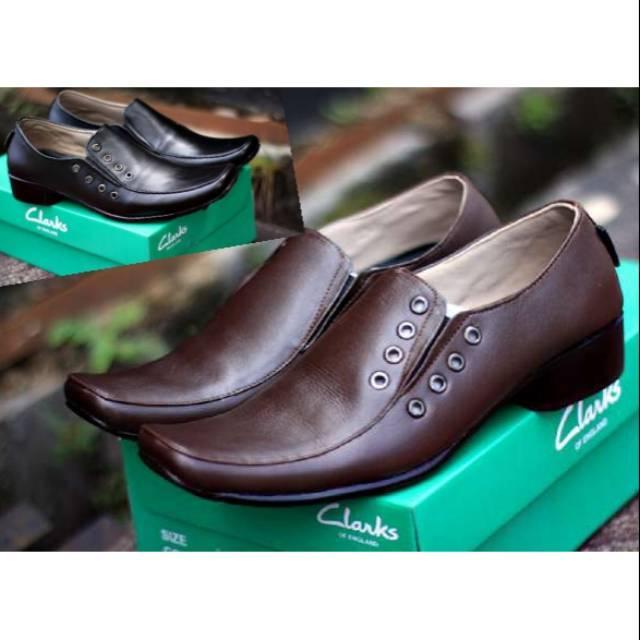 Sepatu Kasual Pria Pantofel Laki Slip On & Loafers Pantopel Formal Clarks Kulit Asli Hitam Cokelat