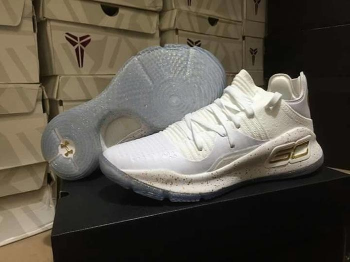 Sepatu Basket UA Curry 4 Low White Gold