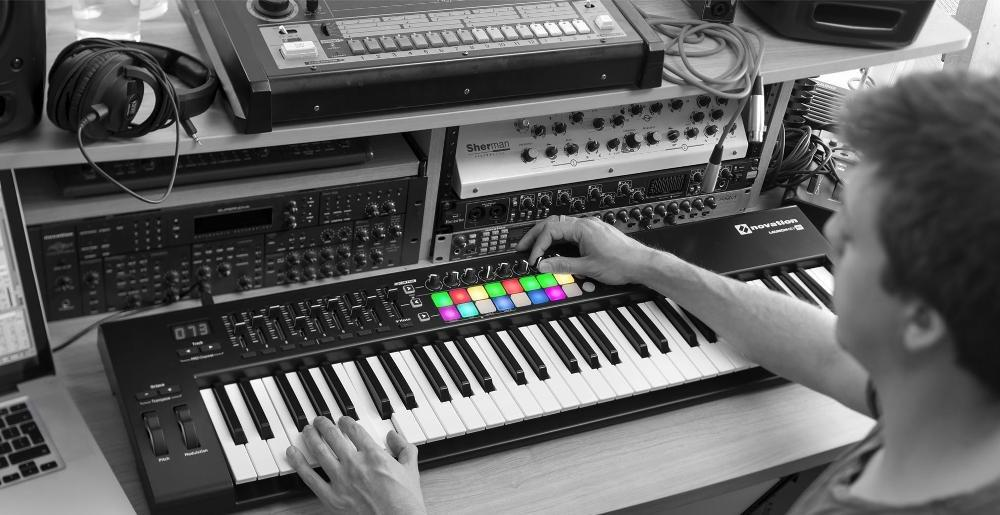 Novation Launchkey 61 USB Keyboard Controller MKII murah di bandung