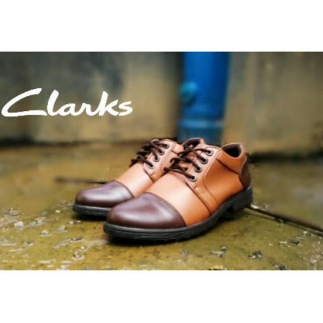 Sepatu Clarks full brown slop
