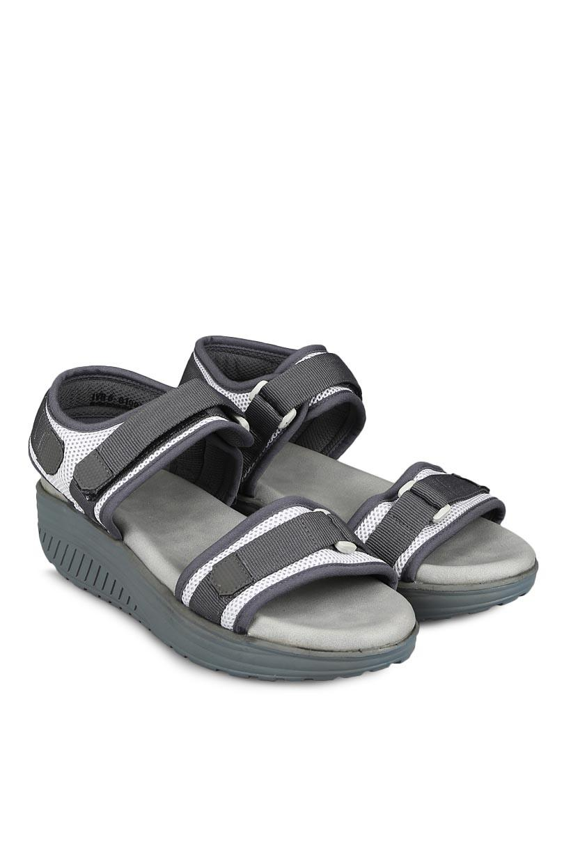 Yongki Komaladi Sandal & Flip Flop Fashion Wanita Engrasih White