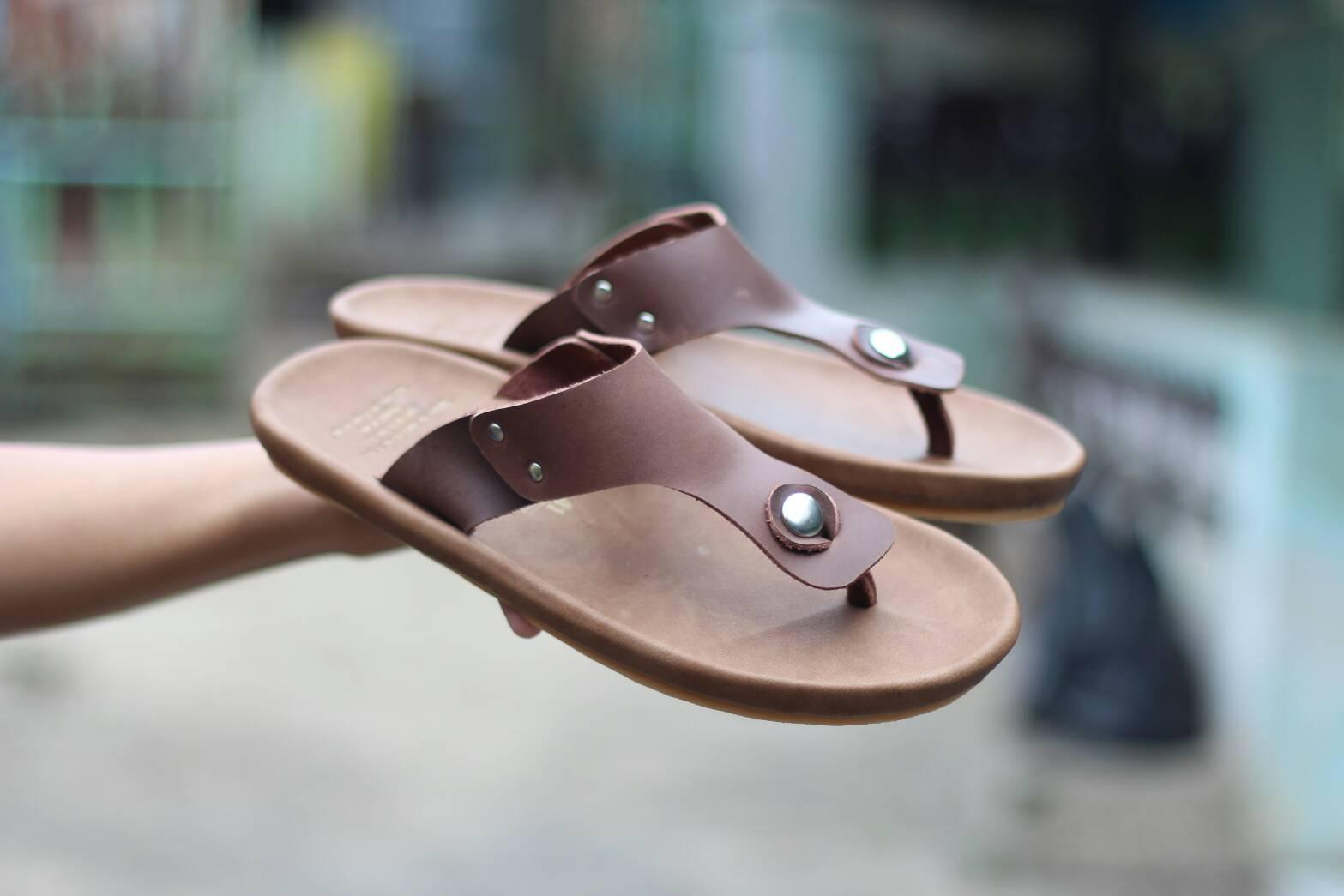 Sendal kulit termurah - goodness footwear - cevany footwear -sendal pria terlaris - sandal kulit asli  - sandal  distro - sandal terlaris di bandung
