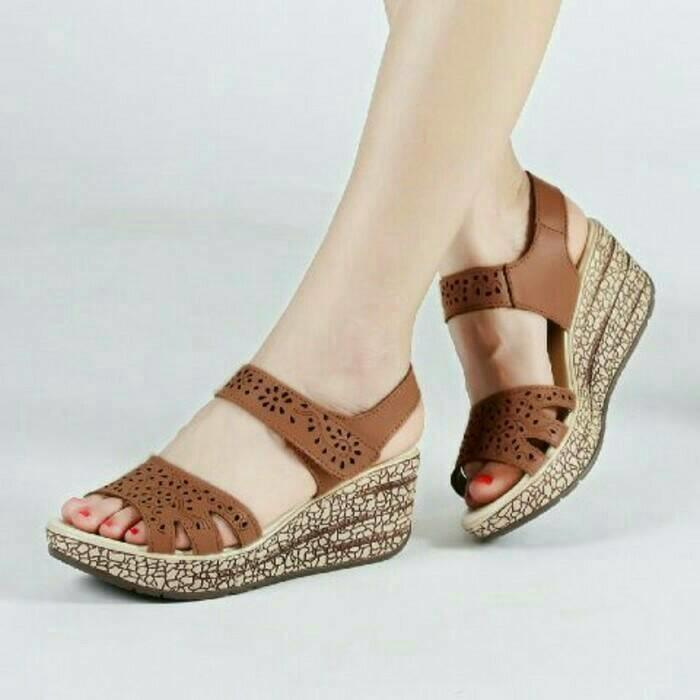 Fashion Wanita / Sepatu Sandal / Wedges / ZR01 TAN SEPATU SENDAL SANDAL SLOP WEDGES HIGH