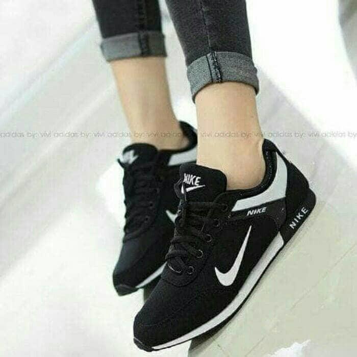 Sepatu Kets Nike Hitam Ultimate