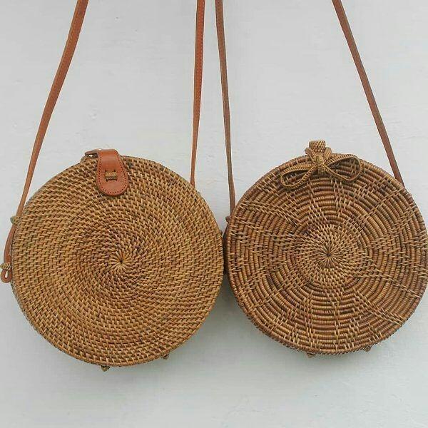 Tas rotan Bali bulat cokelat diameter 18 cm
