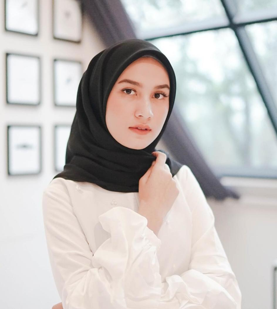 Maula Hijab Jilbab Segi Empat Polos (Bella Square, Segiempat Poly Cotton)