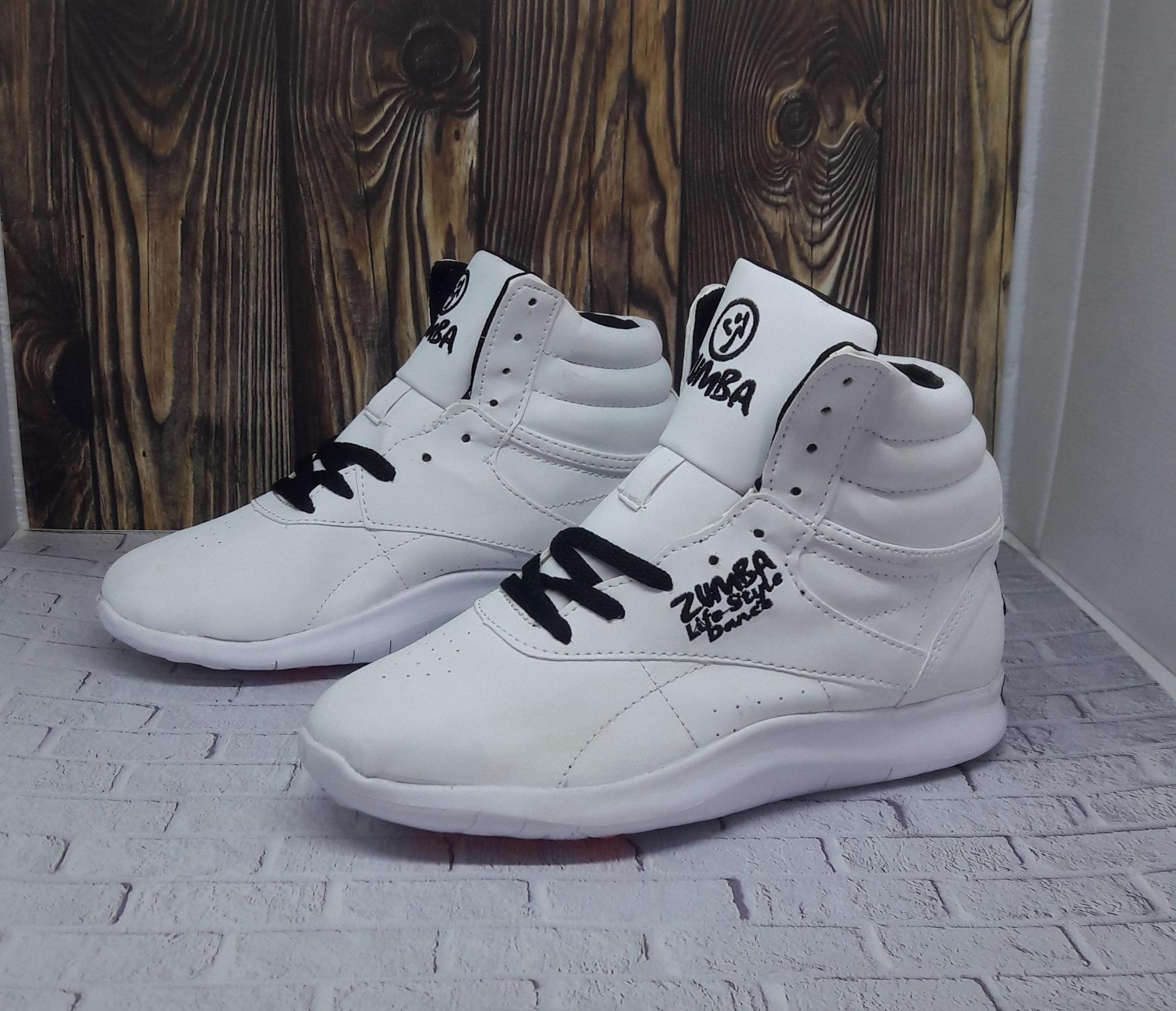 Sepatu zumba white