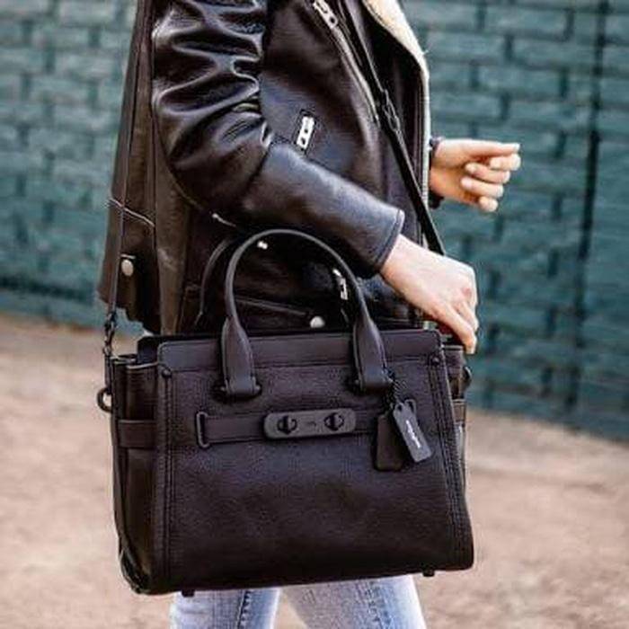 Jual Tas Coach Swagger 33 black pebble leather - LoIqy3