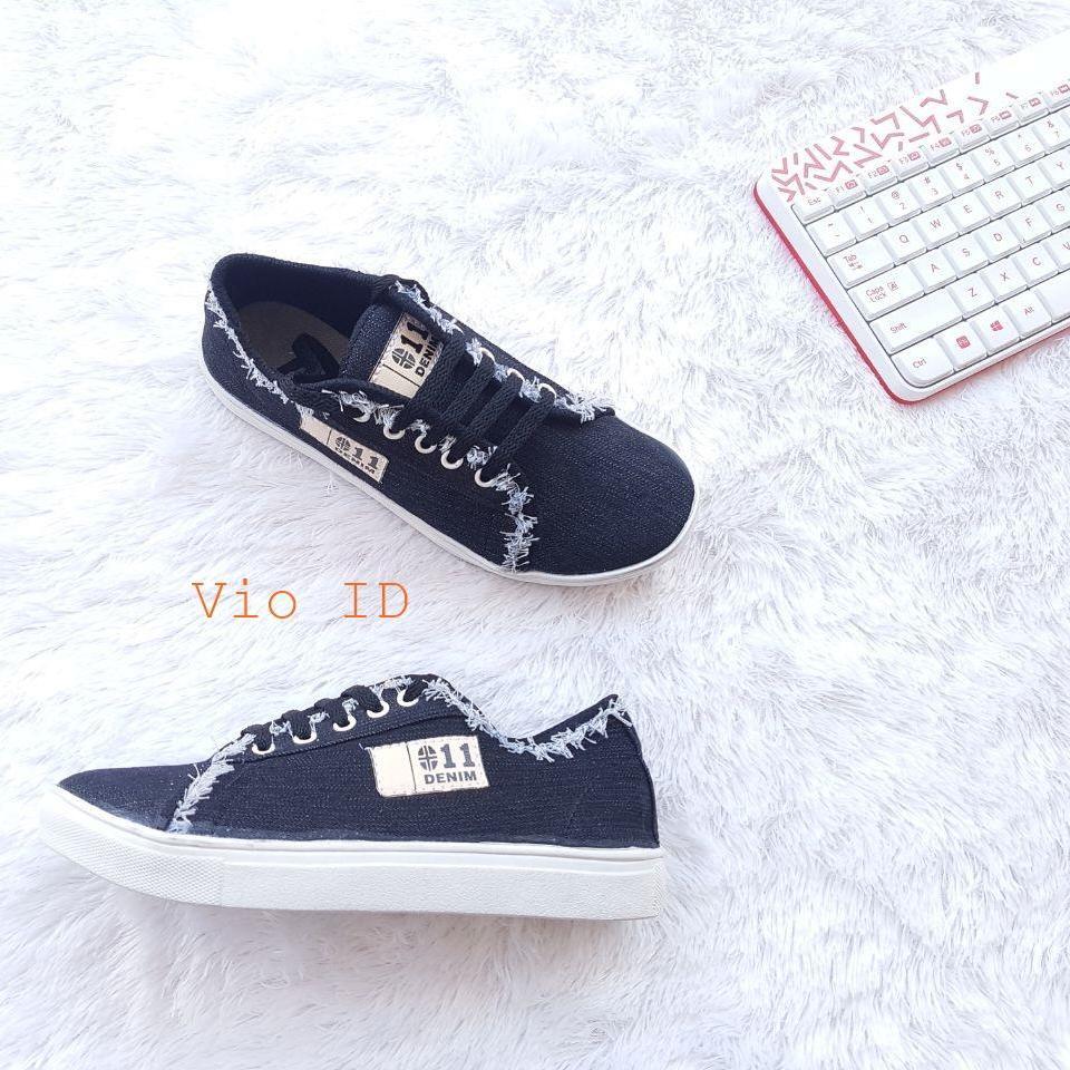 Sneakers Terkini - Sepatu Kets Wanita Jeans Keren
