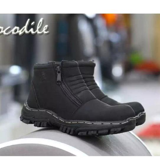 Sepatu Boots Pria Kerja Proyek   Lapangan   Bengkel   Hiking Crocodile  Morisey Kerut Safety cb7f95f10b