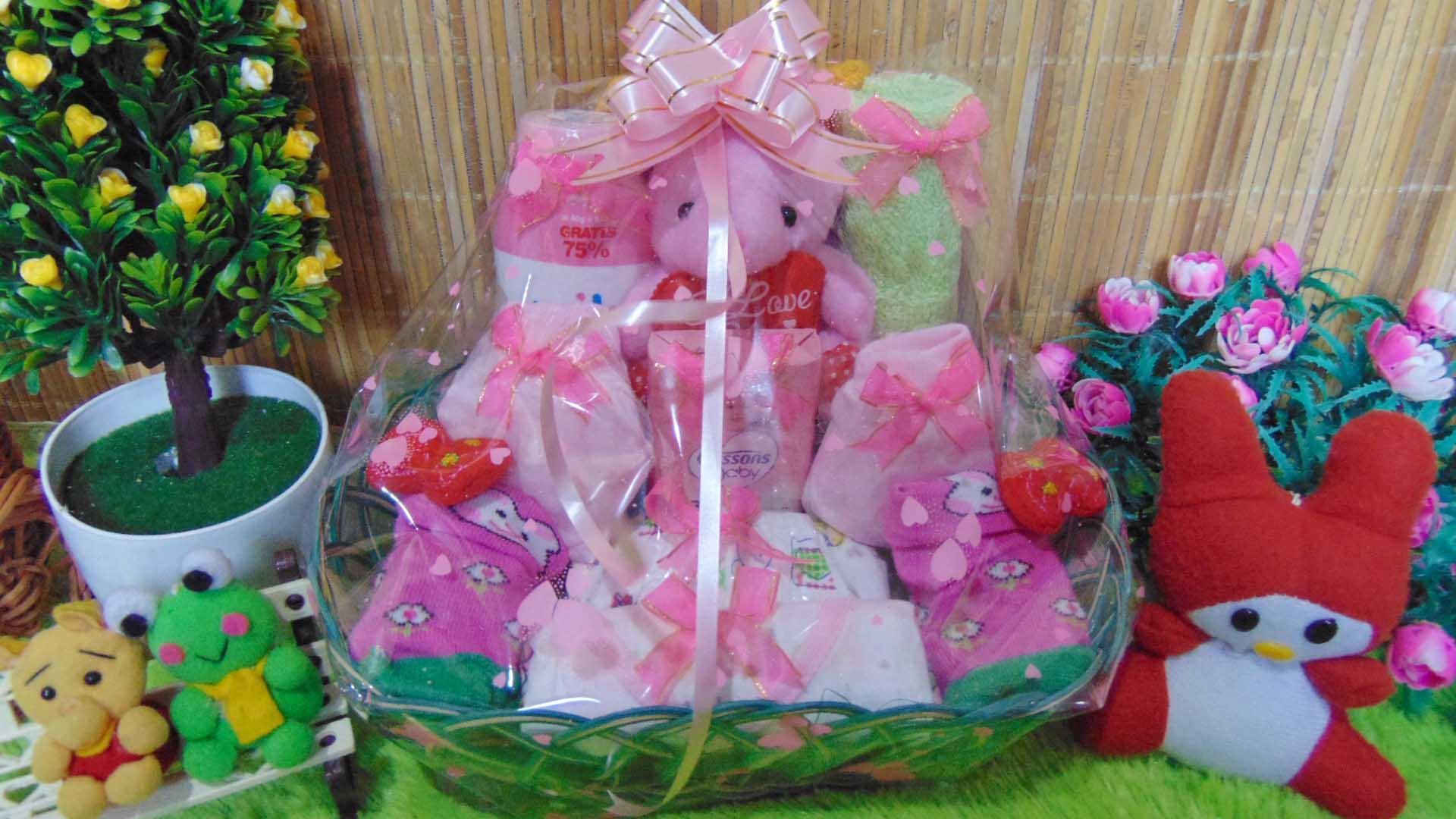 kembarshop - TERLARIS paket kado bayi baby gift – parcel bayi – parcel kado bayi perempuan – kado lahiran-keranjang oval medium GIRL pink