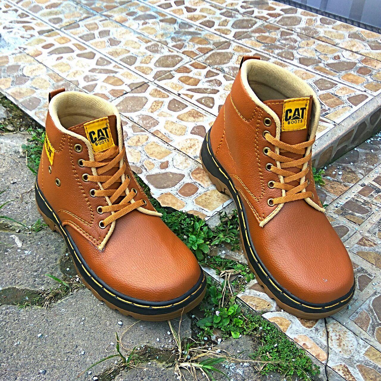 Sepatu Boots Pria CAT.02 Suede Medium Cut - Tan