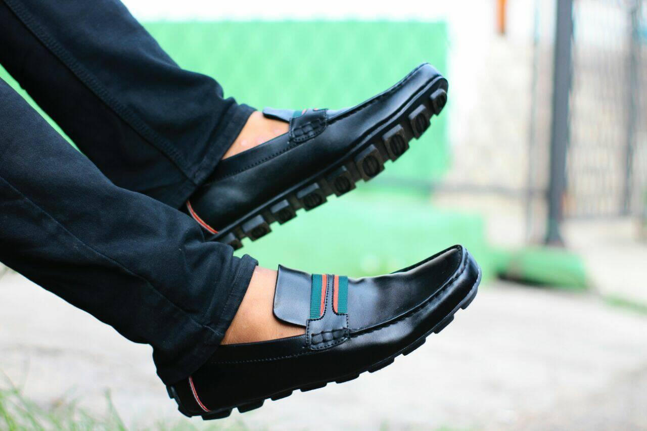 Sepatu casual pria guci slip on slop formal pantofel loafers semi kulit kantor lokal