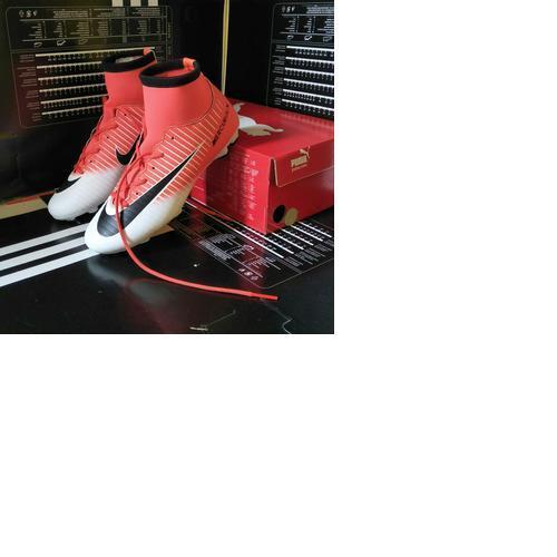 Sepatu Bola Nike Mercurial boots terlaris termanis terbaik harga murah