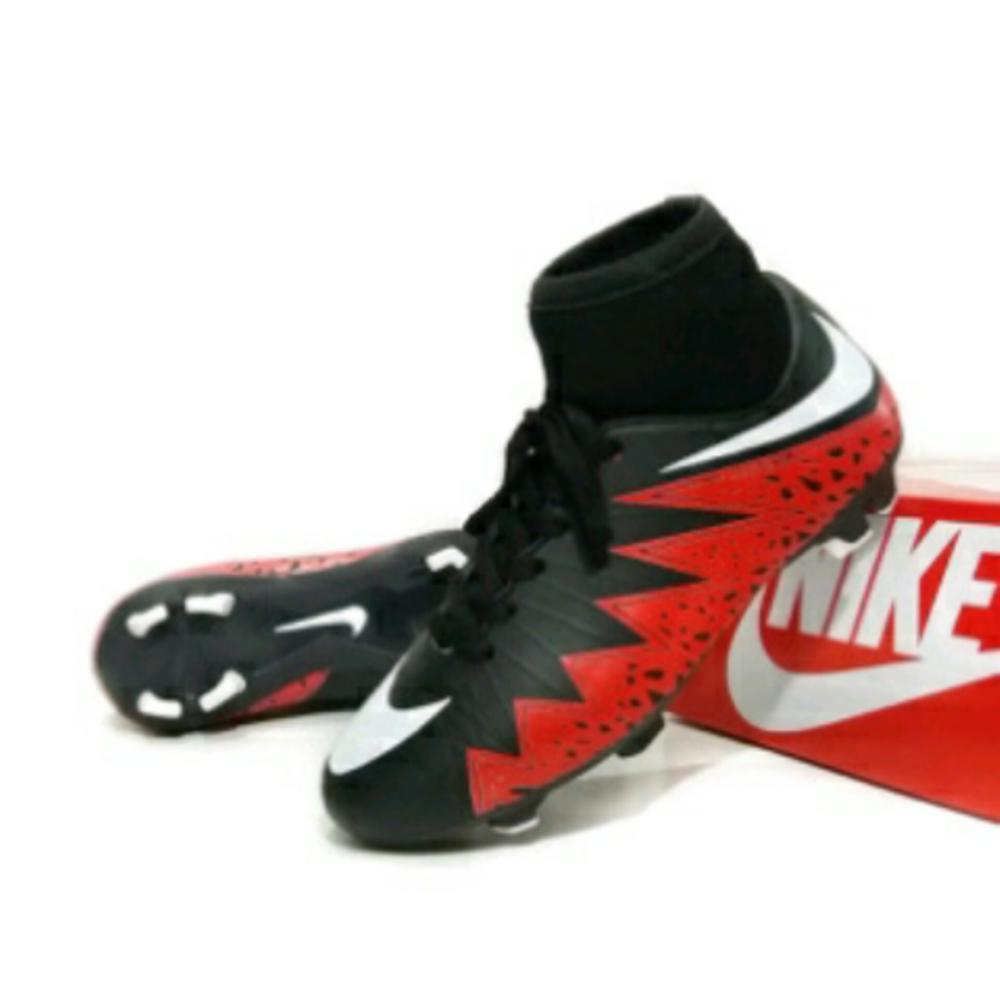 Promo sepatu  hypervenom sepak bola lapang rumput / competitor . . futsal. puma. . mizuno.  Diskon