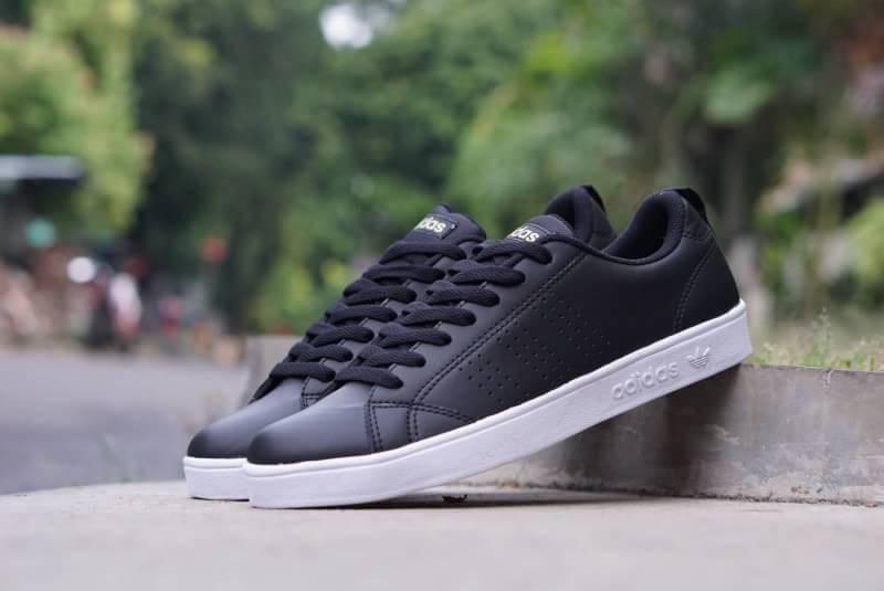 Sneakers Wanita Sepatu sneakers Wanita adidas Advantage Black White
