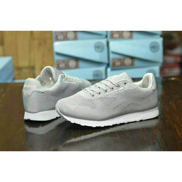 Sepatu Sneakers Reebok Classic Casual Santai Sport Keren Jogging Running Pria Murah Promo Slip On