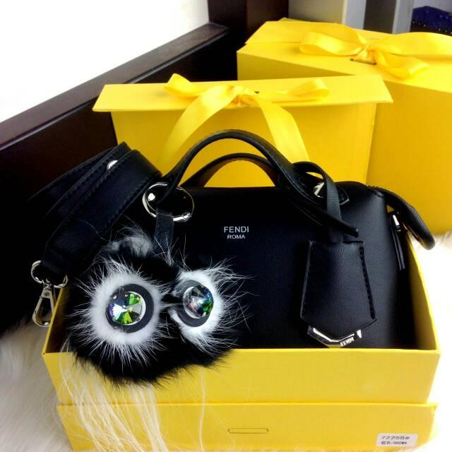 FENDI By The Way BB Bag/FENDI ROMA/FASHION WANITA/TAS WANITAWANITA Mo